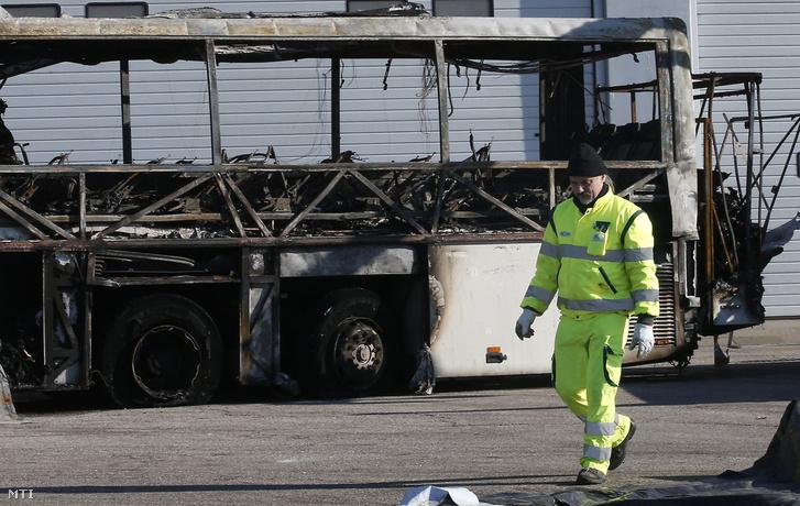 A veronai buszbalesetben kiégett busz