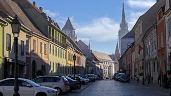Hirtelen rájött a budavári polgármester, hogy meg kéne újítani a lakáskiadási szabályokat