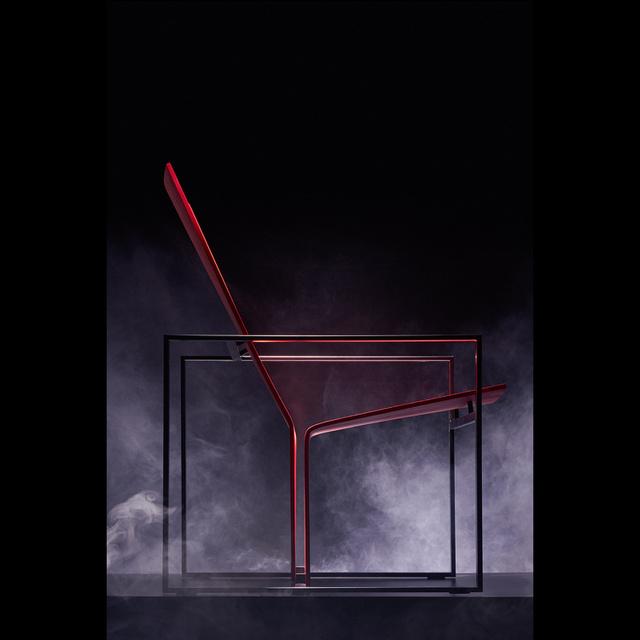 Nemcsak a Plydesign volt az egyetlen magyar kiállító a vásáron, a fiatal tervezők számára fenntartott Greenhouse részlegen mutatta be munkáit az Aalto Egyetemen tanuló Horváth Zsuzsanna is, aki Ariane Relanderrel karöltve készítette el kollekcióját.Az R255 névre keresztelt fotel szerintünk a stockholmi dizájnhét egyik legerősebb darabja lett.