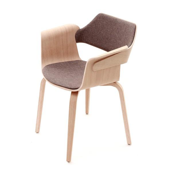 A Flagship Armchair szék tavaly elnyerte a Design without Borders Awardot. A Plydesign 300 eurót, kb.92.450 forintot kér egy ilyen darabért.