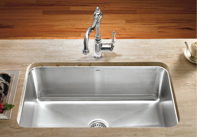Rozsdamentes mosogató selyemfényű felülettel, ezen kevésbé látszik meg a vízkő és a karcolás