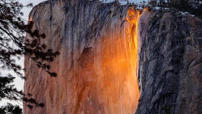 Elkezdődött: izzó lávafolyamként hömpölyög a víz esténként a Yosemite Nemzeti Parkban