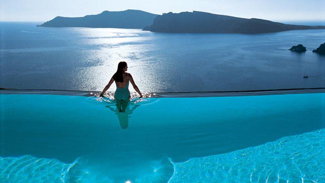 Tíz hotelmedence, aminek a partján egy egész nyaralást végigfeküdni sem lenne ciki