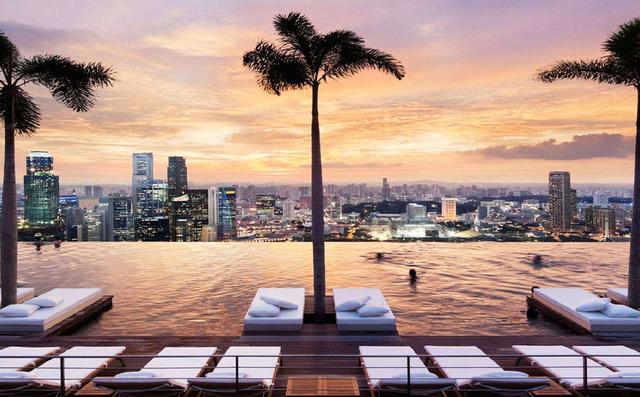 Szolid panoráma a Sands Sky Park tetőteraszáról