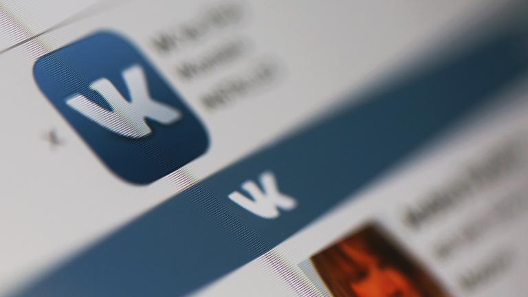 Öngyilkosságba űzik a tiniket az orosz Facebookon