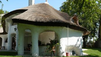 Csodálatos meseházat árulnak Kecskemét mellett