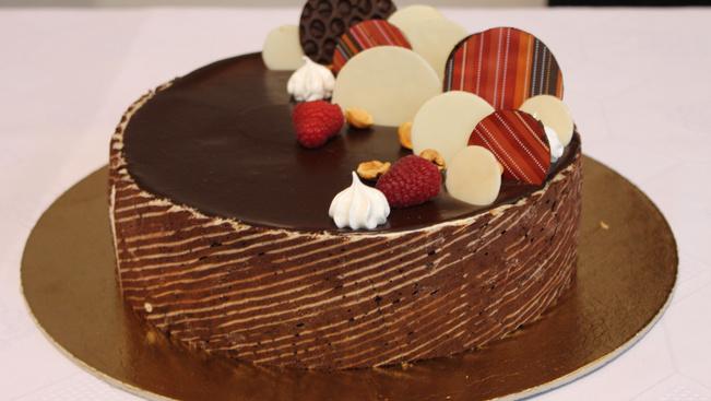 Mézes mogyorós torta lett Miskolcon az év tortája
