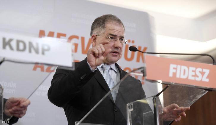 Kósa Lajos a Fidesz frakcióvezetője a Fidesz-KDNP frakciószövetség kihelyezett visegrádi tanácskozásáról tartott sajtótájékoztatón 2017. február 16-án.