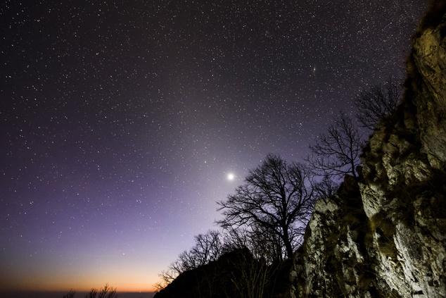 Az állatövi fény és a Vénusz látszik a Három-kő csúcsáról