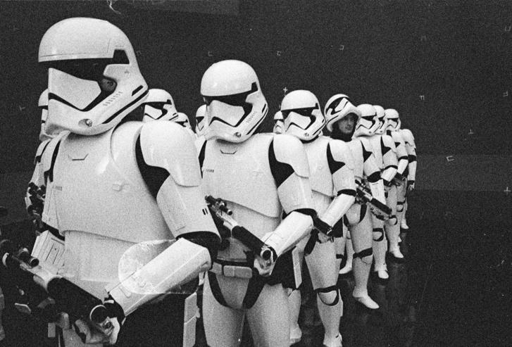 starwars-lastjedi-stormtroopers-setphoto