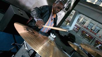 Meghalt a világ egyik leghíresebb dobszólójáért felelős zenész