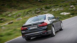 Ezért meglepően király a hibrid 7-es BMW
