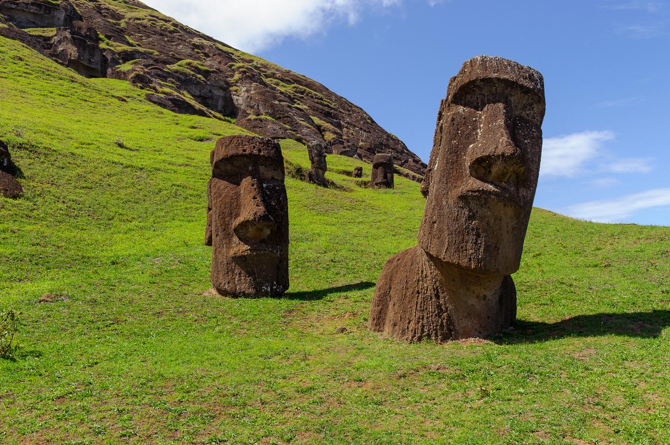 A husvet szigetek szobrainak teste is van 479 - Nem A Polin Z Bennsz L Ttek Adt K A Nevet
