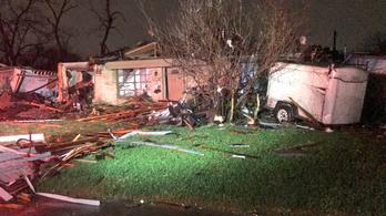 Több tízezren maradtak áram nélkül a texasi vihar után