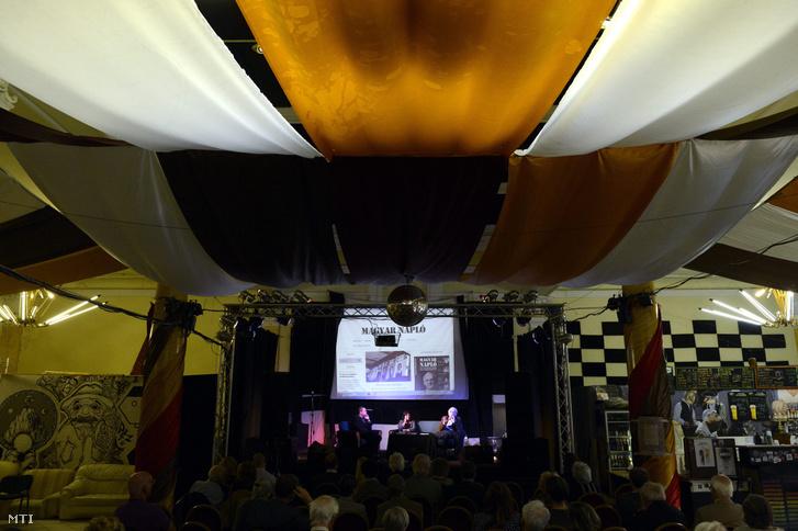 Konferencia az R-33-ban 2014 októberében
