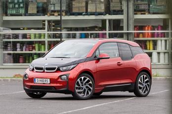 Visszahívják a villany-BMW-ket, benzinszivárgás miatt