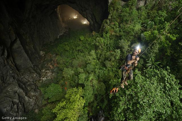 Ereszkedés a világ legnagyobb barlangjába