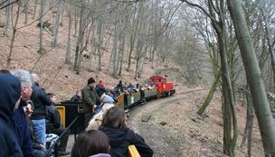 Bulizzunk busókkal, fánkokkal vagy túrázzunk tavasbarlangban!