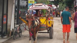Ritka extrém sport: minibuszozás Indonéziában