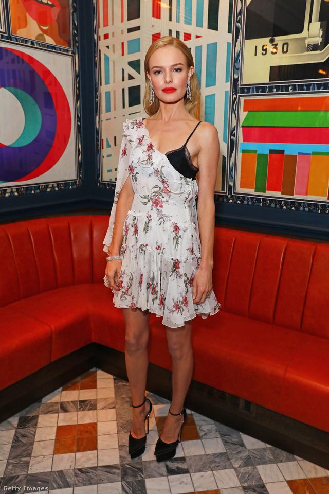 Kate Bosworth egy londoni bulira vette fel Giambattista Valli virágos ruháját.