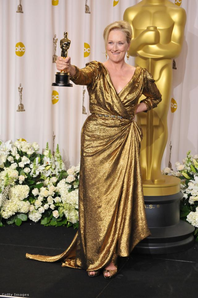 Meryl Streep a legjobb színésznőnek járó Oscar-díjat vette át a Vaslady című filmért 2012-ben.