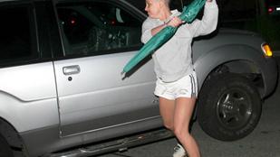 Eladja a paparazzo azt az esernyőt, amivel Britney Spears megtámadta 10 évvel ezelőtt