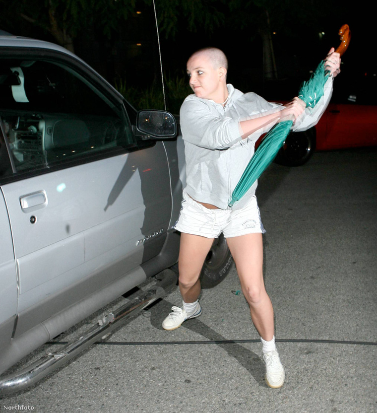 Íme az ernyő, amelyik megszenvedte Britney Spears idegösszeomlását.
