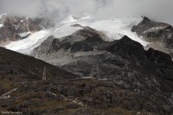 A visszahúzódó Huayna-gleccser La Paz mellett.