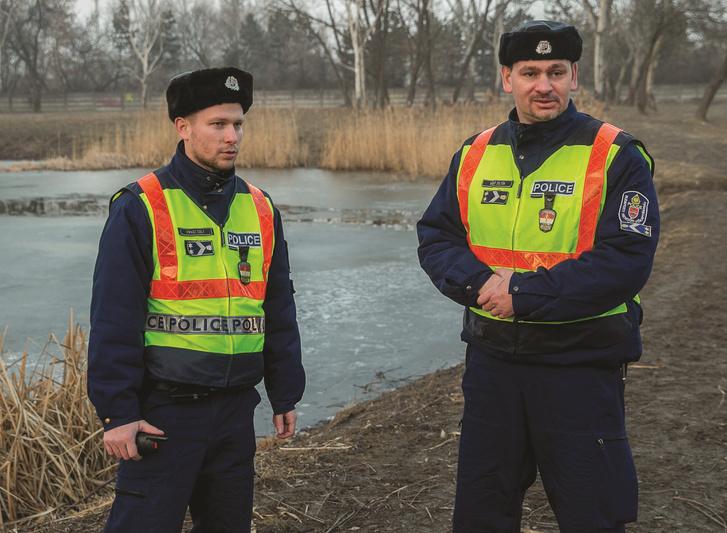 Kopasz Zsolt törzsőrmester és Vágó Zoltán törzszászlós