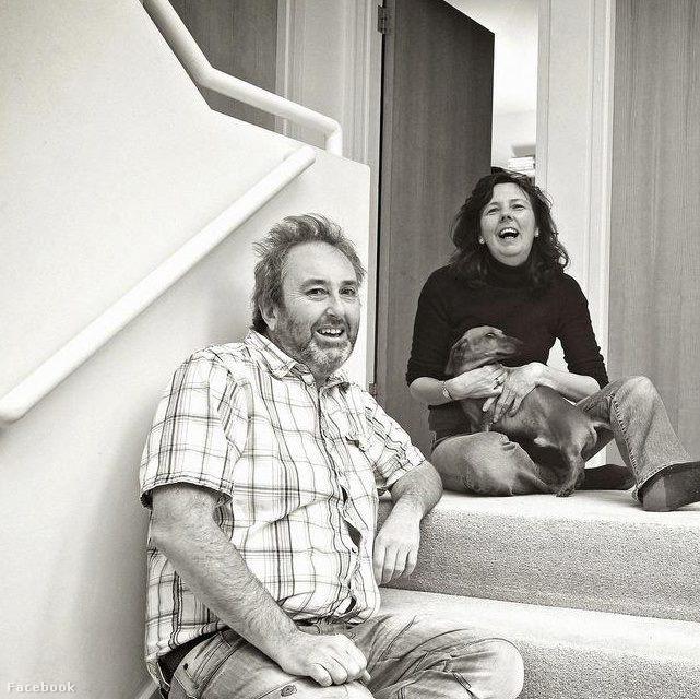 Ian Stewart és Helen Bailey, kutyájával, Borissal