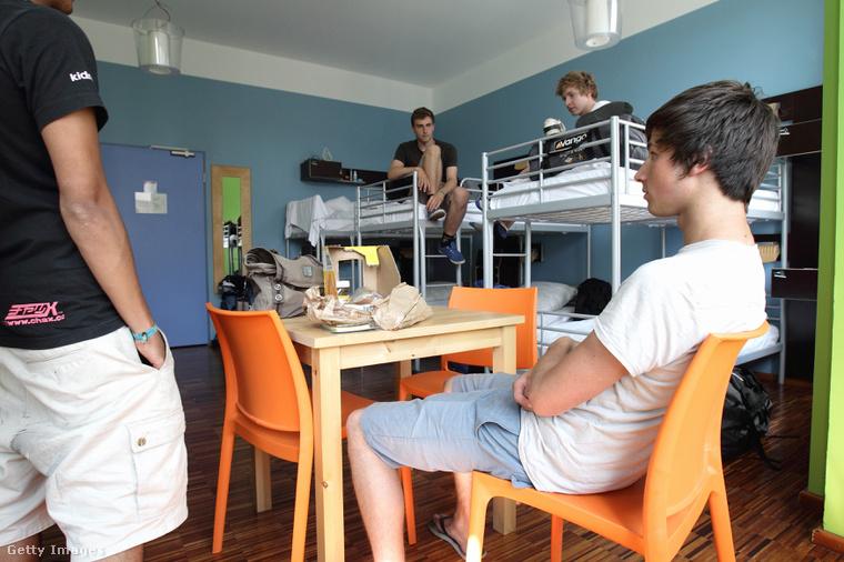 A hostel olcsó, és könnyen lehet ismerkedni.