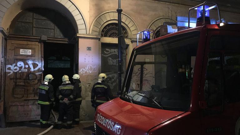 Eloltották a tüzet a Király utcai lakásban