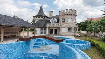 Családi várkastély Szentendrén, saját aquaparkkal