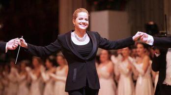 Először vezényelte női karmester a Bécsi Operabál nyitóelőadását