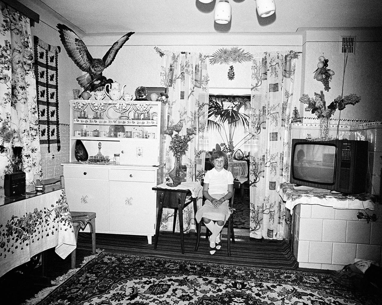 Rydet úgy döntött, a tárgyakkal és képekkel elsajátított teret fogja dokumentálni az otthonokban is. Az építészet és a személyes tárgyak, valamint a lakók közötti kapcsolatok érdekelték mindenekelőtt, az, ahogy a személyes ízlés, a politikai szlogenek és a hit megjelenik a házakban.