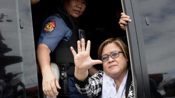 Őrizetbe vették a drogügyletekkel vádolt fülöp-szigeteki szenátort