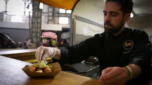 Food porn a furgonból: tépett malachús, diós-korianderes csirke és csokikebab