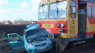 Meghalt a Suzuki sofőrje, aki egy személyvonattal ütközött