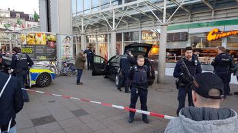 Emberek közé hajtott egy autós Németországban