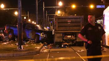 A tömegbe hajtott egy autós New Orleansben