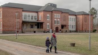 Tűz volt az egyik legnagyobb svéd menekültközpontban