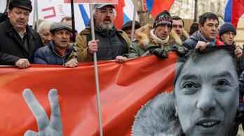 Több ezer tüntető emlékezett a meggyilkolt Nyemcovra
