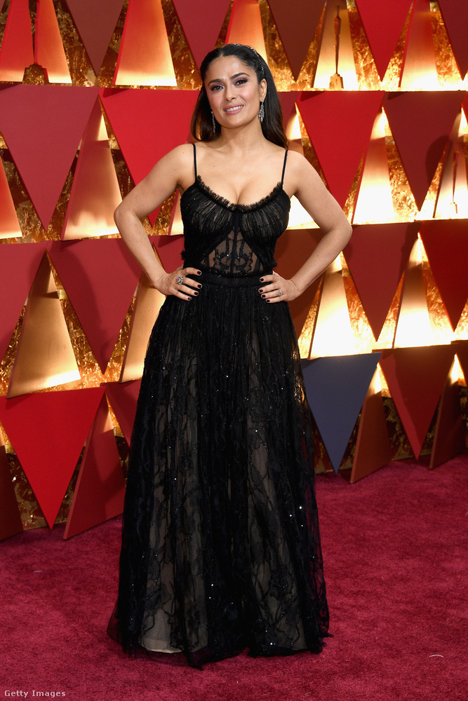 A legjobb női mellékszereplő díját Viola Davis kapta a Fences-ért, a kategória férfiváltozatú szobra Mahershala Alié lett a Holdfényért.