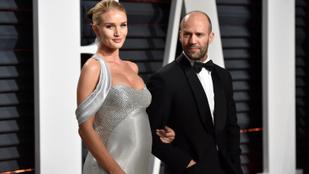 Jason Stathamék gyereke most már tényleg láthatóan <em>ott van</em>