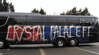 Az ellenfél buszát akarták, de a sajátjukat vágták tönkre