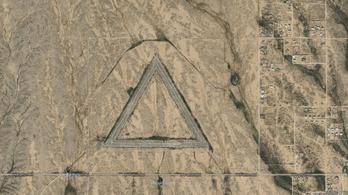 Miért vannak óriási háromszögek Arizonában?