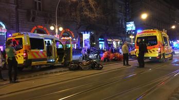 Motoros szenvedett balesetet az Oktogonnál