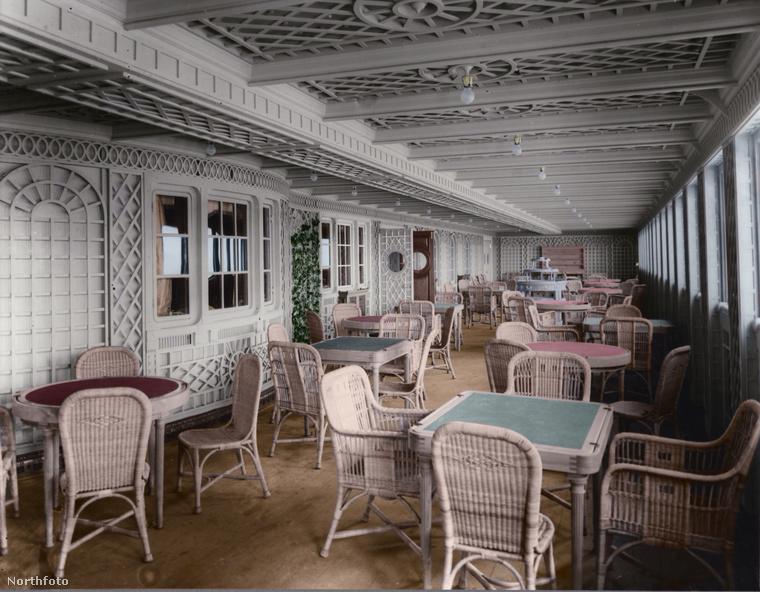 Azonban egészen más hangulata van a bútoroknak is, ha megnézzük ugyanezt színesben.
