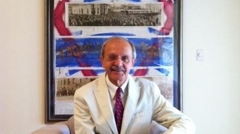Mutogatás miatt őrizetbe vették a tiszteletbeli magyar konzult Floridában