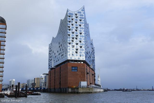 Az év legjobb kultúrális épületét a Herzog & de Meuron nyerte a hamburgi Elbphilharmonie névre keresztelt kultúrális központ megtervezéséért.